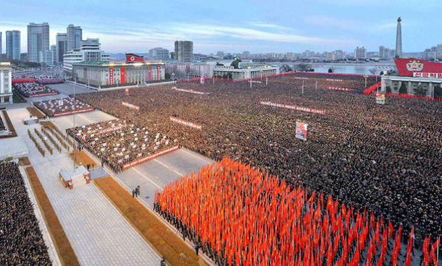 645x390-thousands-of-north-koreans-celebrate-new-year-in-mass-pyongyang-rally-1483708559623