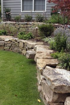 5eb38362775d8d50bfccb50a77d9a7e1--backyard-retaining-walls-small-backyard-landscaping